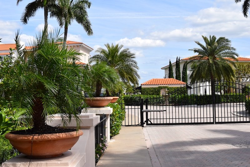 Gated Commuities in Naples